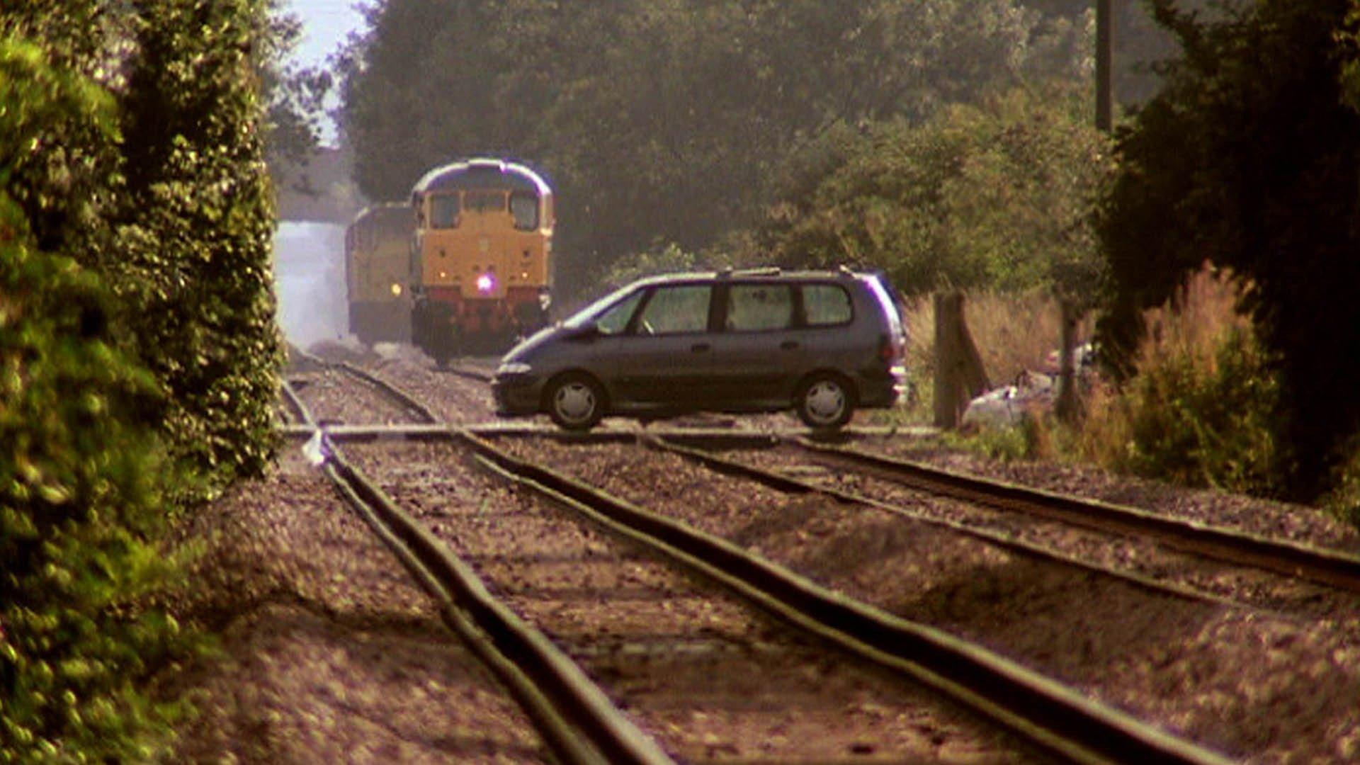 top gear 9 episode 3 clarkson crashes a train into a renault espace motortrend top gear 9 episode 3 clarkson